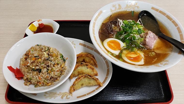 とん亭 醤油ラーメン(ギョーちゃんセット)