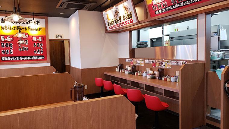 町田商店 岡山平井店 店内 カウンター テーブル