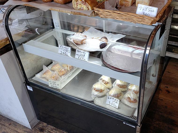 ベーカリーラボコンパン 店内 パン