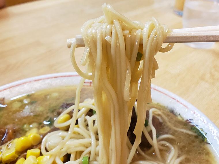金八ラーメン 麺