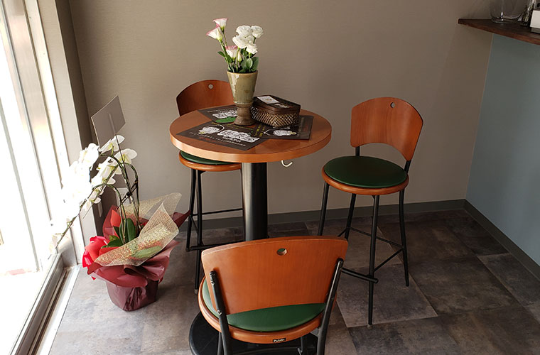 掛茶屋 店内 テーブル席