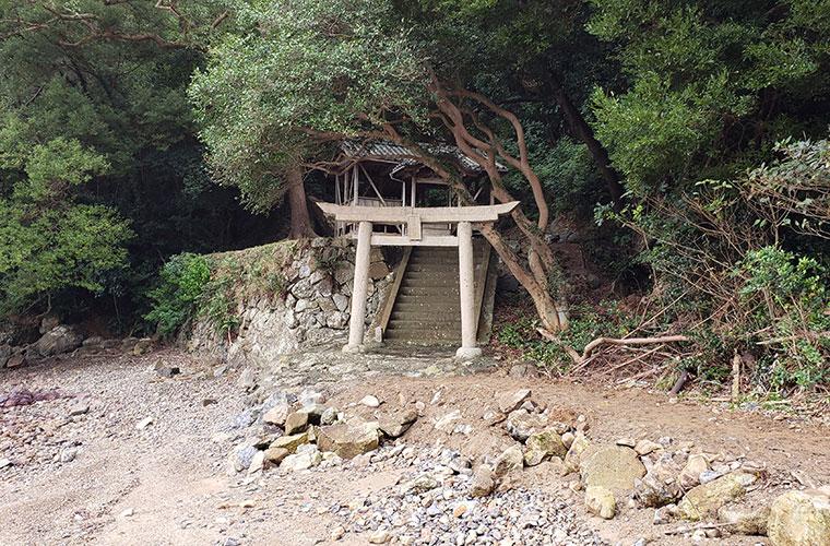 穴石神社 鳥居 外観