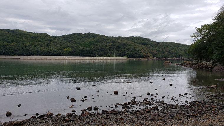 穴石神社 海岸