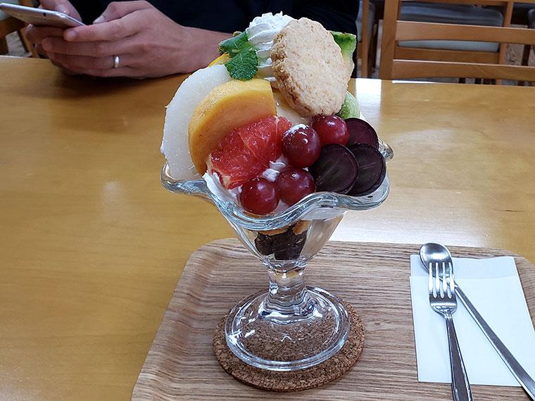 さんカフェ フルーツパフェ