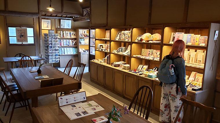 椿茶房 店内