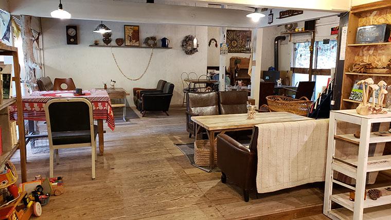 アカツキ カフェ ツリーハウス 店内