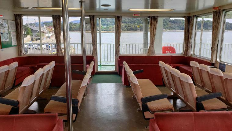 前島フェリー 船内