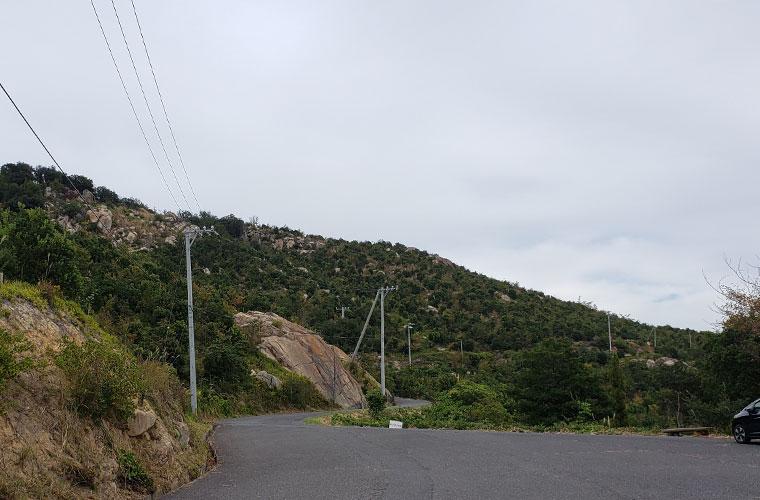 前島 山 岩