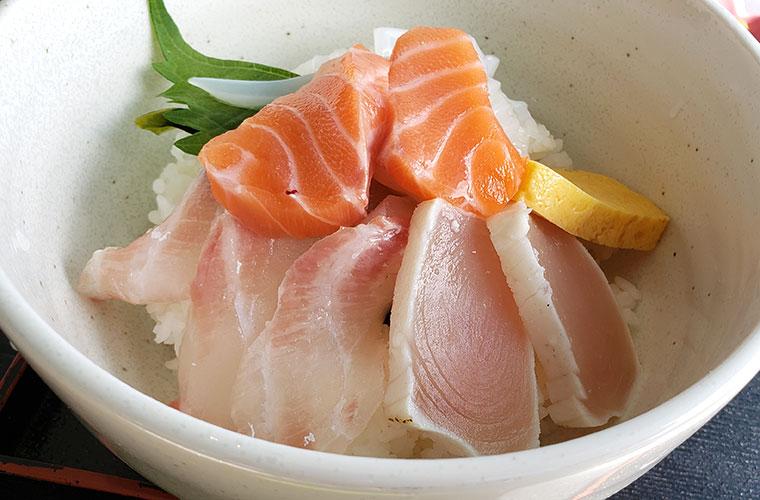 UOUO (ウオウオ) 海鮮丼