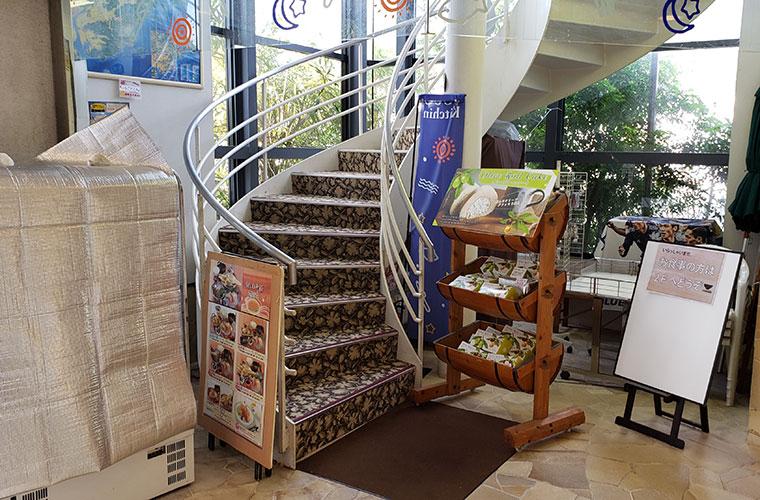 UOUO (ウオウオ) 螺旋階段