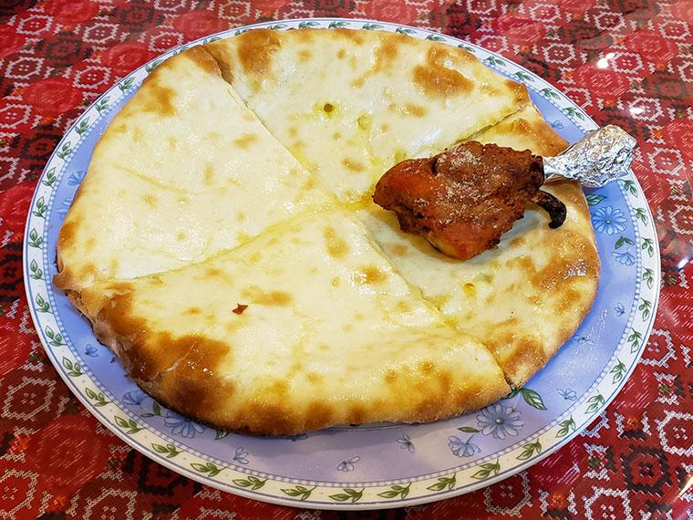 インディアン&ネパールレストラン ガリマ チーズナン