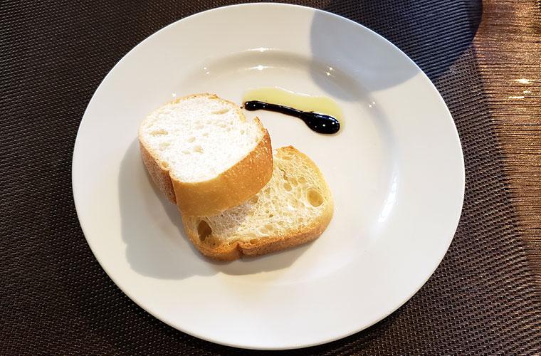 モンターレ 前菜 パン