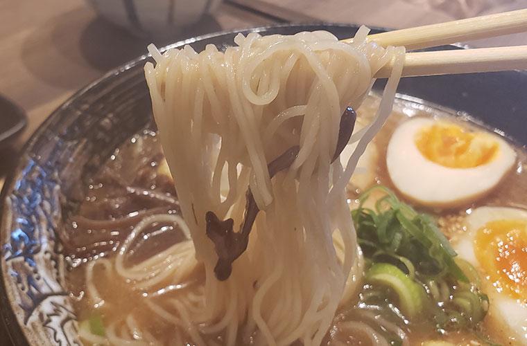 三刀流横丁 黒中津ラーメン 麺