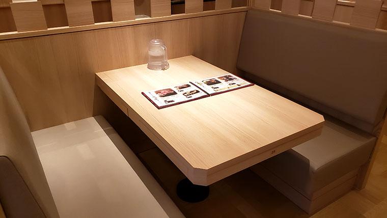 ステーキの店 吉備 店内 テーブル席